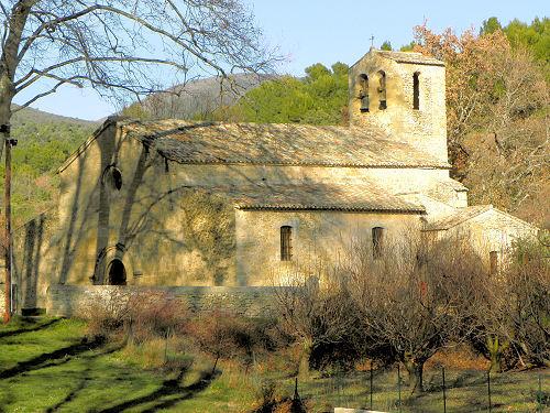 Visiter Vaugines et son église