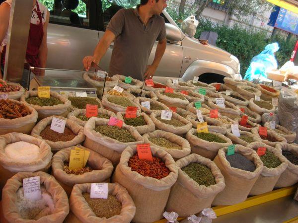 Faire les marchés provençaux